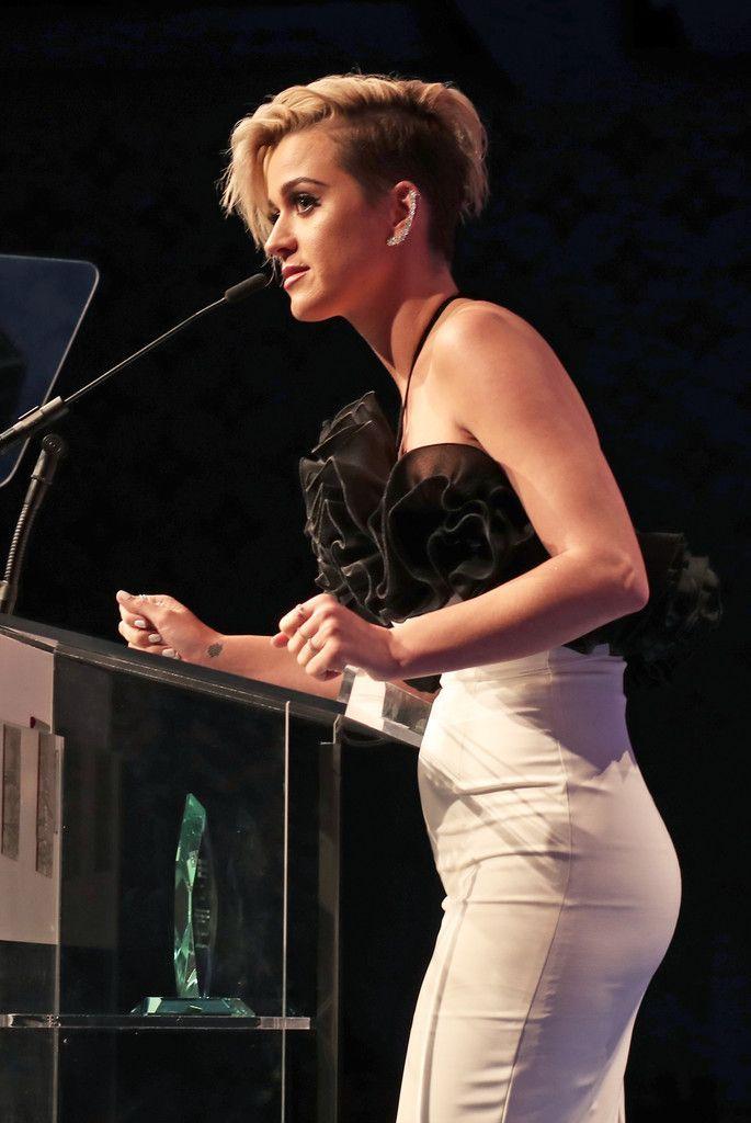 Des photos de Katy Perry nue et seins nus - Whassup